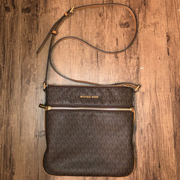 Michael Kors Cross-Body. M 5bd660864ab63370e4a8f714 8474bea6fa17e